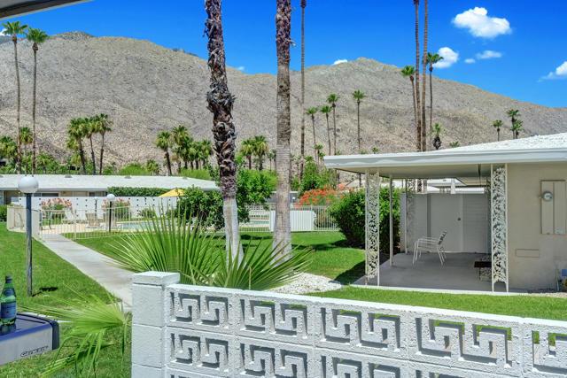 2240 S Calle Palo Fierro, Palm Springs CA: http://media.crmls.org/mediaz/A487E959-3148-49FC-96A3-56BD06046ED7.jpg