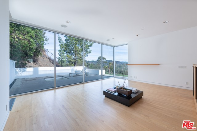 1704 STONE CANYON Road, Los Angeles CA: http://media.crmls.org/mediaz/A4BC3966-100B-4F37-85A4-2ABC63BC6124.jpg