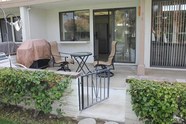 68 El Toro Drive, Rancho Mirage CA: http://media.crmls.org/mediaz/A5216607-2331-481C-AEAE-E745C7461C9E.jpg