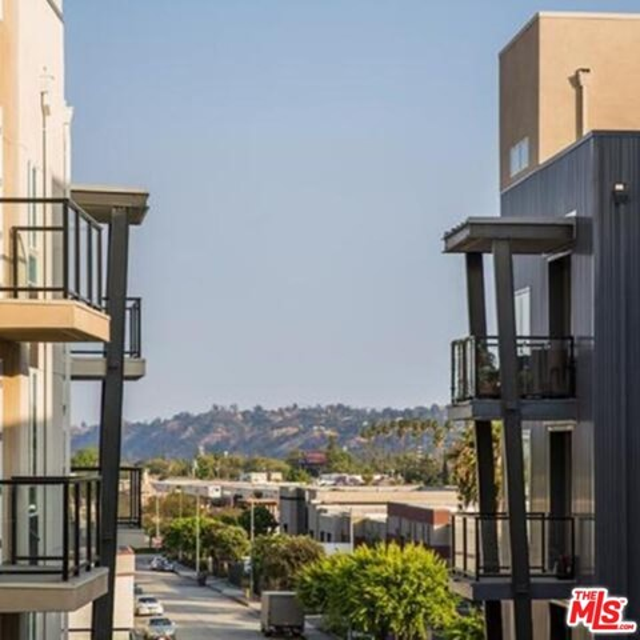 435 Los Feliz, Los Angeles CA: http://media.crmls.org/mediaz/A580D60C-B62B-4316-BD66-24DD24EB6A64.jpg
