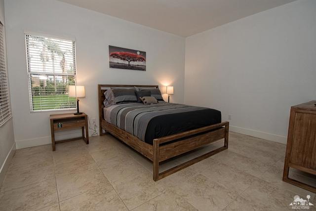 125 Lake Shore Drive, Rancho Mirage CA: http://media.crmls.org/mediaz/A63C2942-F82F-4799-B49D-1237F16FE5BF.jpg