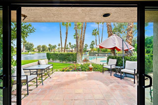369 Wimbledon Drive, Rancho Mirage CA: http://media.crmls.org/mediaz/A6FC3281-31DB-4AD4-B221-F2309A5CEA12.jpg