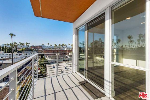 453 S KENMORE Avenue, Los Angeles CA: http://media.crmls.org/mediaz/A722F1D1-896A-471F-8803-3474E4518D76.jpg