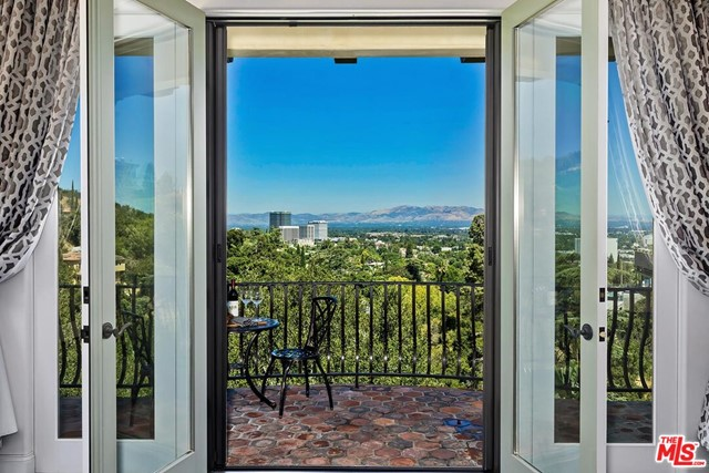 Photo of 14764 Round Valley Drive, Sherman Oaks, CA 91403