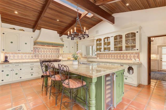 17538 El Vuelo, Rancho Santa Fe CA: http://media.crmls.org/mediaz/A74689D6-AE71-49E7-90A1-65A44863D4BD.jpg