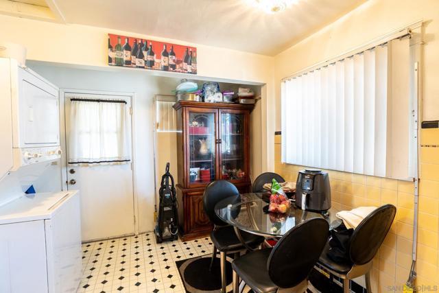 446 30th Street, San Diego CA: http://media.crmls.org/mediaz/A7563BE2-AA64-41E8-98D7-2E78ECD6990E.jpg