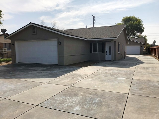 919 Southgate Drive, Bakersfield CA: http://media.crmls.org/mediaz/A7A2FF17-D505-4FB4-BD5A-B3A321CC1ABA.jpg