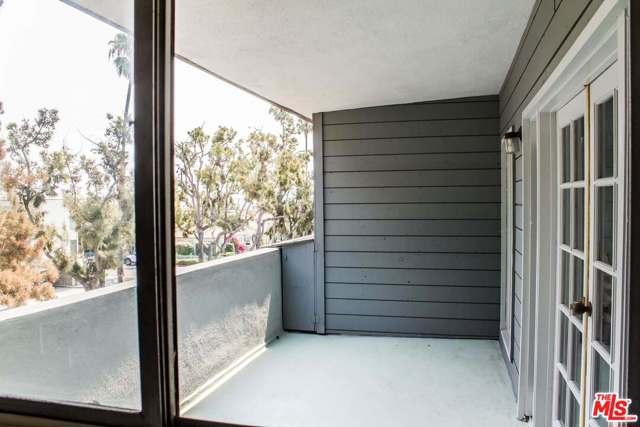 2021 California Avenue, Santa Monica CA: http://media.crmls.org/mediaz/A80125B9-36C6-4225-811E-3A0DC34C7DF1.jpg