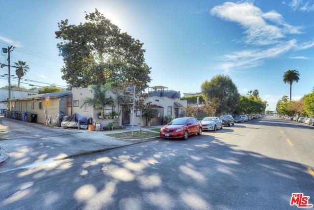 Single Family Home for Sale at 538 Rialto Avenue Venice, California 90291 United States
