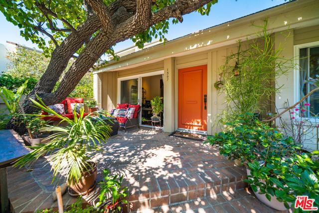 1397 Palisades Dr, Pacific Palisades, CA 90272