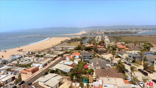 7001 Rindge Avenue, Playa del Rey CA: http://media.crmls.org/mediaz/A93AD5B3-D3E2-4721-8A54-51E66793B40C.jpg