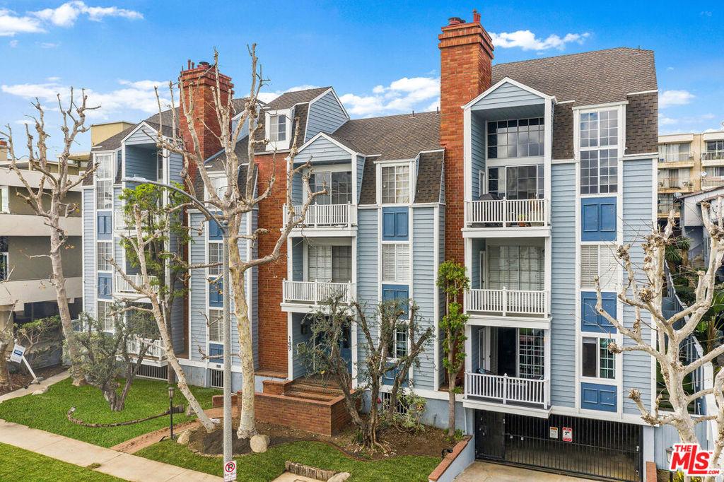 11667 Gorham Avenue # 101 Los Angeles CA 90049