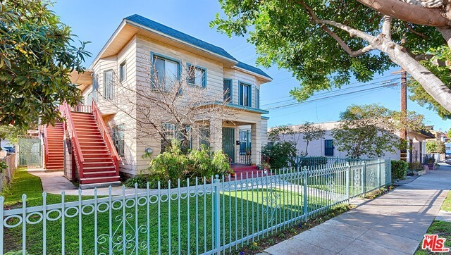 424 W 9TH Street Long Beach, CA 90813 is listed for sale as MLS Listing 17213392