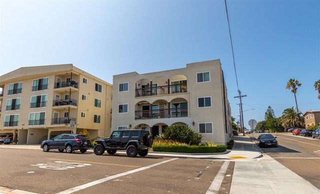 地址: 4092 Crown Point Drive, San Diego, CA 92109