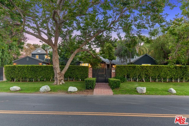 Photo of 13280 Valley Vista Boulevard, Sherman Oaks, CA 91423