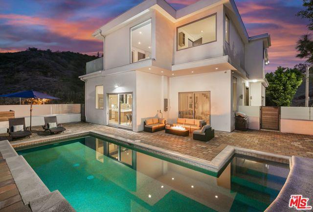 6696 LAKERIDGE Road, Los Angeles CA: http://media.crmls.org/mediaz/AAAA4337-4D58-47E9-9038-7CEBABCED513.jpg