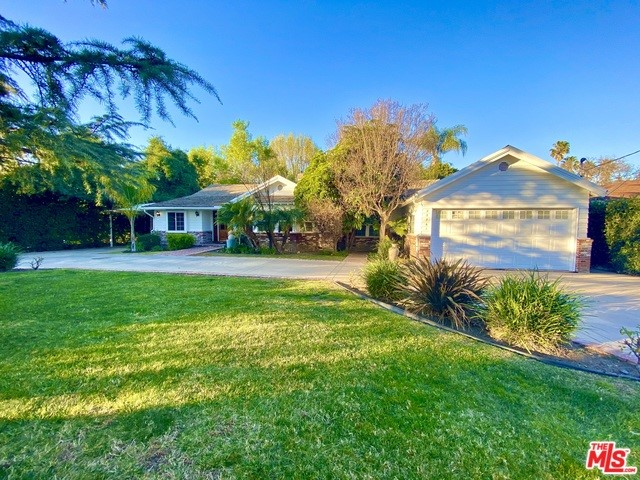 Photo of 22861 OXNARD Street, Woodland Hills, CA 91367