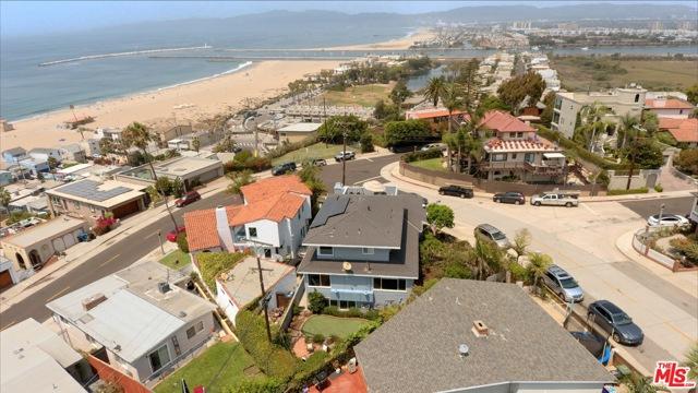 7001 Rindge Avenue, Playa del Rey CA: http://media.crmls.org/mediaz/AB28A742-122E-4CB6-A9F6-41B45467559B.jpg