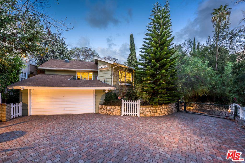 10661 Lindbrook Drive #  Los Angeles CA 90024