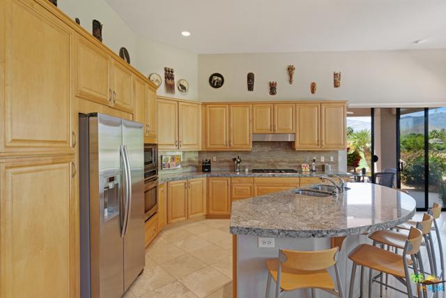 15 Birkdale Circle, Rancho Mirage CA: http://media.crmls.org/mediaz/ABB2B6FE-82AC-45A8-96CC-2660D6BA0729.jpg