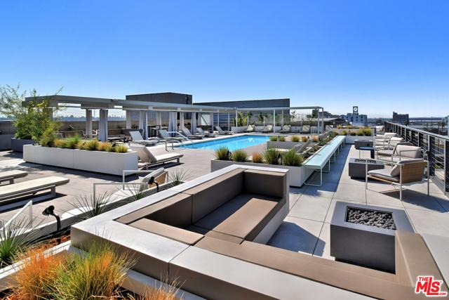 530 S HEWITT Street, Los Angeles CA: http://media.crmls.org/mediaz/ABF8F9A2-21E8-4306-880D-78510D64D128.jpg