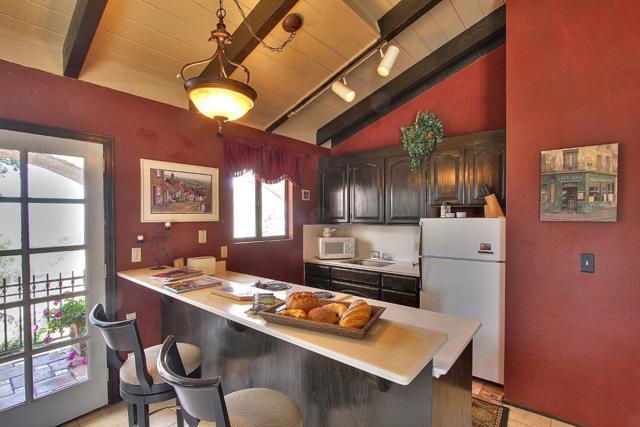 300 Country Club, Carmel Valley CA: http://media.crmls.org/mediaz/AC10AA9B-6CEC-4C61-9553-89168F5A1232.jpg