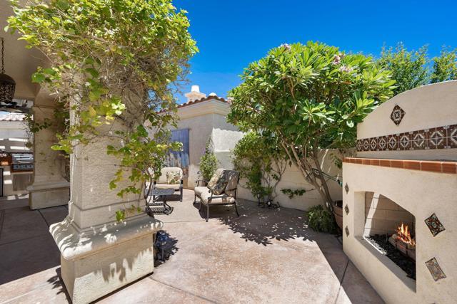 80920 Calle Azul, La Quinta CA: http://media.crmls.org/mediaz/AC5DFC43-0E5D-4071-8FD6-0C02A2DEF0AD.jpg