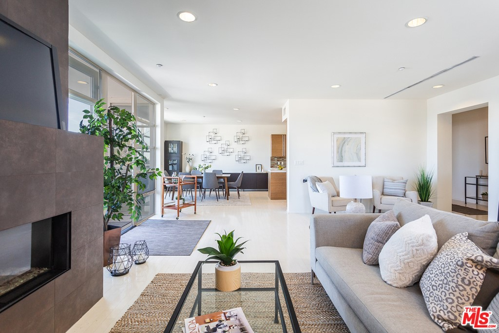 870 HAVERFORD Avenue # 403 Pacific Palisades CA 90272