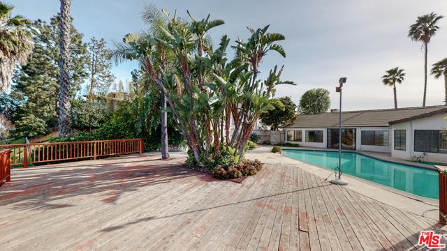 2254 Stradella Road, Los Angeles CA: http://media.crmls.org/mediaz/AC79486E-B101-4259-8985-E4B1C2C4537F.jpg