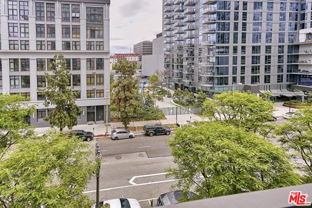 1111 S GRAND Avenue, Los Angeles CA: http://media.crmls.org/mediaz/ACB17A5F-4FC2-4A43-B92F-35EF0C27D9A4.jpg