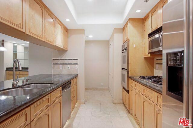 575 S Barrington Avenue
