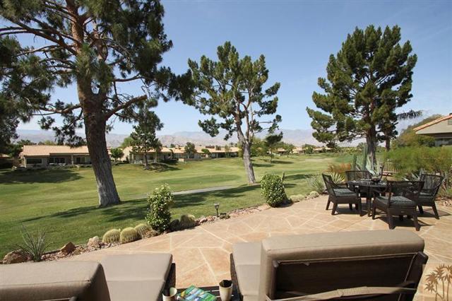 47 Pebble Beach Drive, Rancho Mirage CA: http://media.crmls.org/mediaz/AD28FFA2-1480-4ED4-B8C7-61AE2FCD964B.jpg