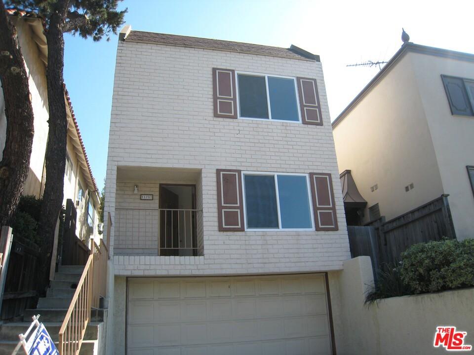11752 Darlington Avenue #  Los Angeles CA 90049