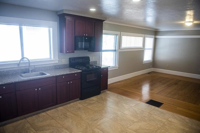 940 San Benito Street, Hollister CA: http://media.crmls.org/mediaz/AD45E13B-C15E-4A43-BEDF-10040C8ABF74.jpg