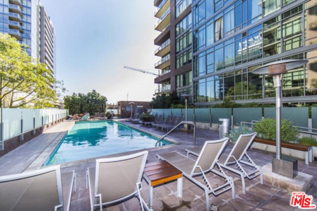 1111 S GRAND Avenue, Los Angeles CA: http://media.crmls.org/mediaz/AD8A82EC-46D6-461D-9853-CBB2B3B90002.jpg