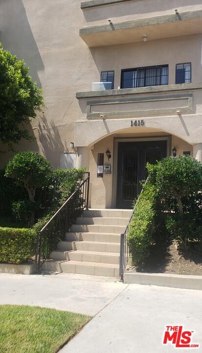 1415 S Rexford Drive, Los Angeles CA: http://media.crmls.org/mediaz/ADF0A24C-58EA-4C86-8296-4EF28A0C3AEF.jpg