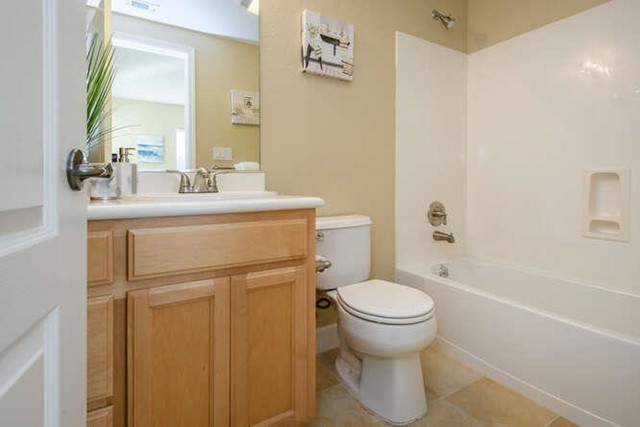 5 West Way, South San Francisco CA: http://media.crmls.org/mediaz/AE894A9E-0553-4A76-8AA8-206FE2A1305E.jpg