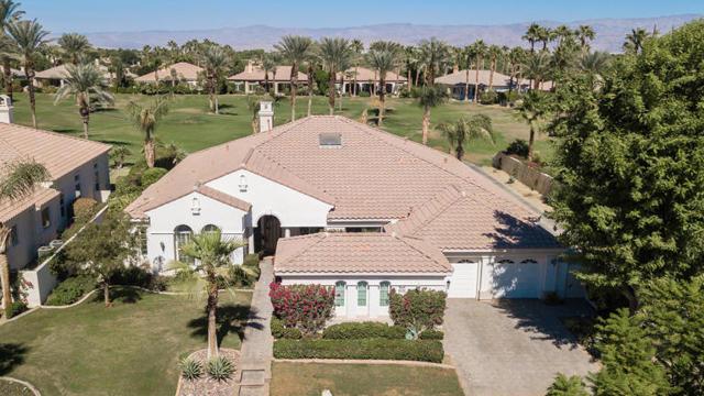 81410 Golf View Drive, La Quinta CA: http://media.crmls.org/mediaz/AF039207-3B48-4E44-BAEA-4F13C942DCB4.jpg