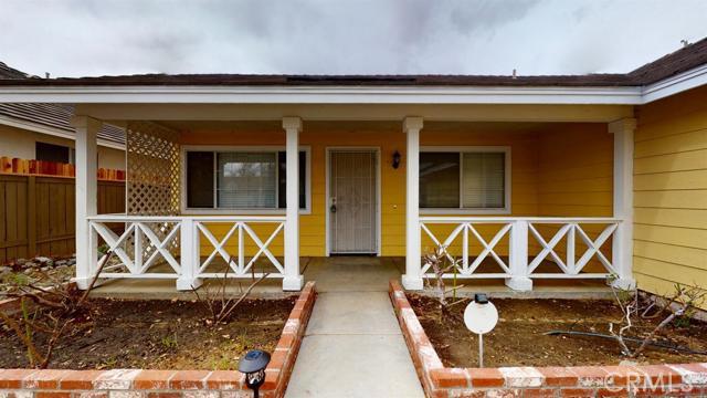 15668 Amber Pointe Drive, Victorville CA: http://media.crmls.org/mediaz/AF3F4257-A9DB-4EAB-B85F-EF8460A9DEB1.jpg