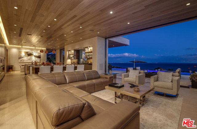 5046 CARBON BEACH Terrace, Malibu CA: http://media.crmls.org/mediaz/AF7208B5-1D58-41F5-937B-3B6B99DC00C6.jpg