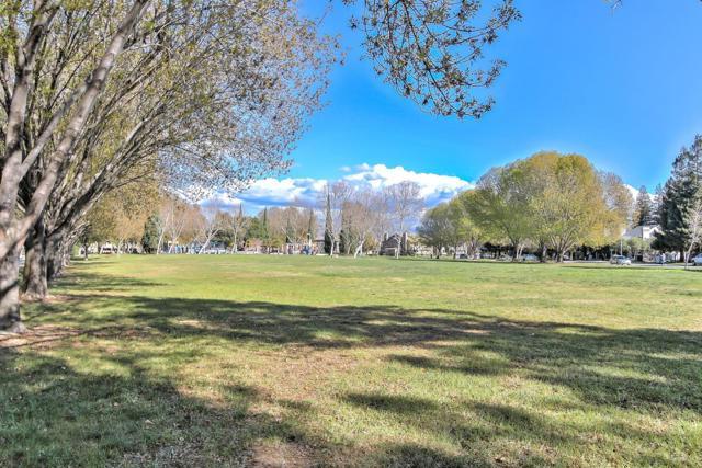 1391 Meadow Ridge Circle, San Jose CA: http://media.crmls.org/mediaz/AF8C3AA5-0C78-4B4D-832C-770CC7E9599B.jpg