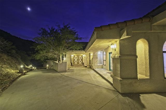 8585 Great House, Yucca Valley CA: http://media.crmls.org/mediaz/AFFEECE4-BAD1-42E7-8111-7B47D91CA34B.jpg