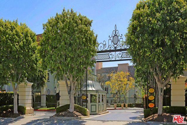 10110 Empyrean Way, Los Angeles CA: http://media.crmls.org/mediaz/B00F7966-341F-4308-AE7D-25BE44689263.jpg