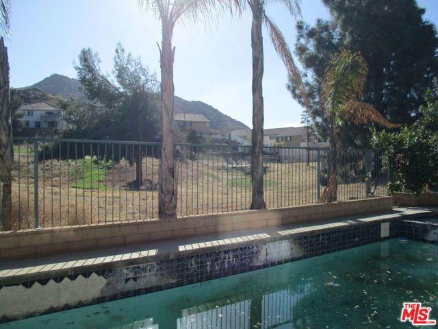 27185 Ocean Dunes Street, Moreno Valley CA: http://media.crmls.org/mediaz/B039A9F4-DBCA-4D72-80B0-1F238A6AE887.jpg