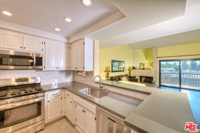 8601 FALMOUTH Avenue 422 Playa del Rey, CA 90293 is listed for sale as MLS Listing 16167058