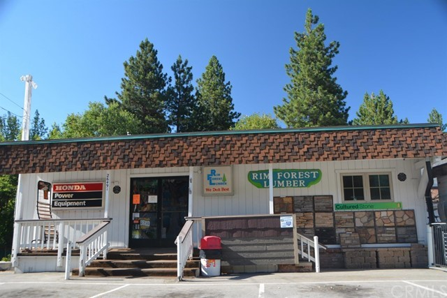 26567 Pine Avenue, Rimforest CA: http://media.crmls.org/mediaz/B1376AF0-39B9-4DC0-AD84-7293E2BBB0B1.jpg