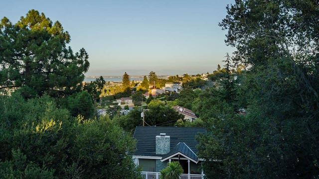 8 Talbryn Lane, Belmont CA: http://media.crmls.org/mediaz/B137E9E1-39C8-4A9B-97D5-EEB10C454DB9.jpg