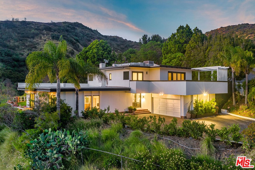 1687 Clear View Drive #  Beverly Hills CA 90210