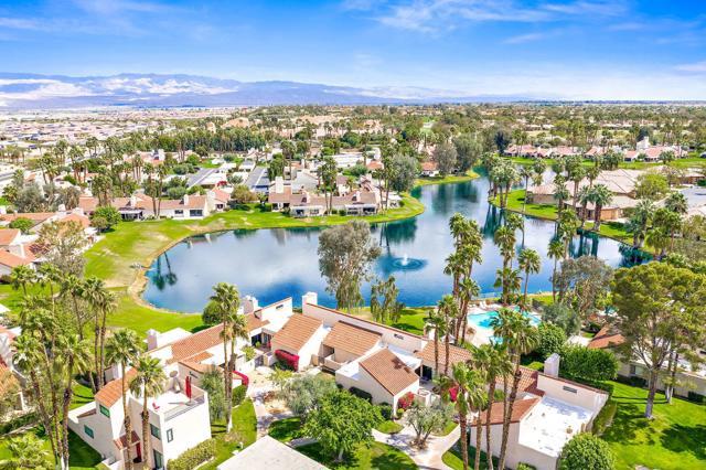 369 Wimbledon Drive, Rancho Mirage CA: http://media.crmls.org/mediaz/B1625205-A24B-4815-BB48-1AC3D711BDE9.jpg