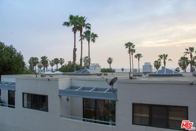 130 Ocean Park Boulevard, Santa Monica CA: http://media.crmls.org/mediaz/B1C6D697-5D5A-4DDC-AF80-DA6BFBF39E36.jpg
